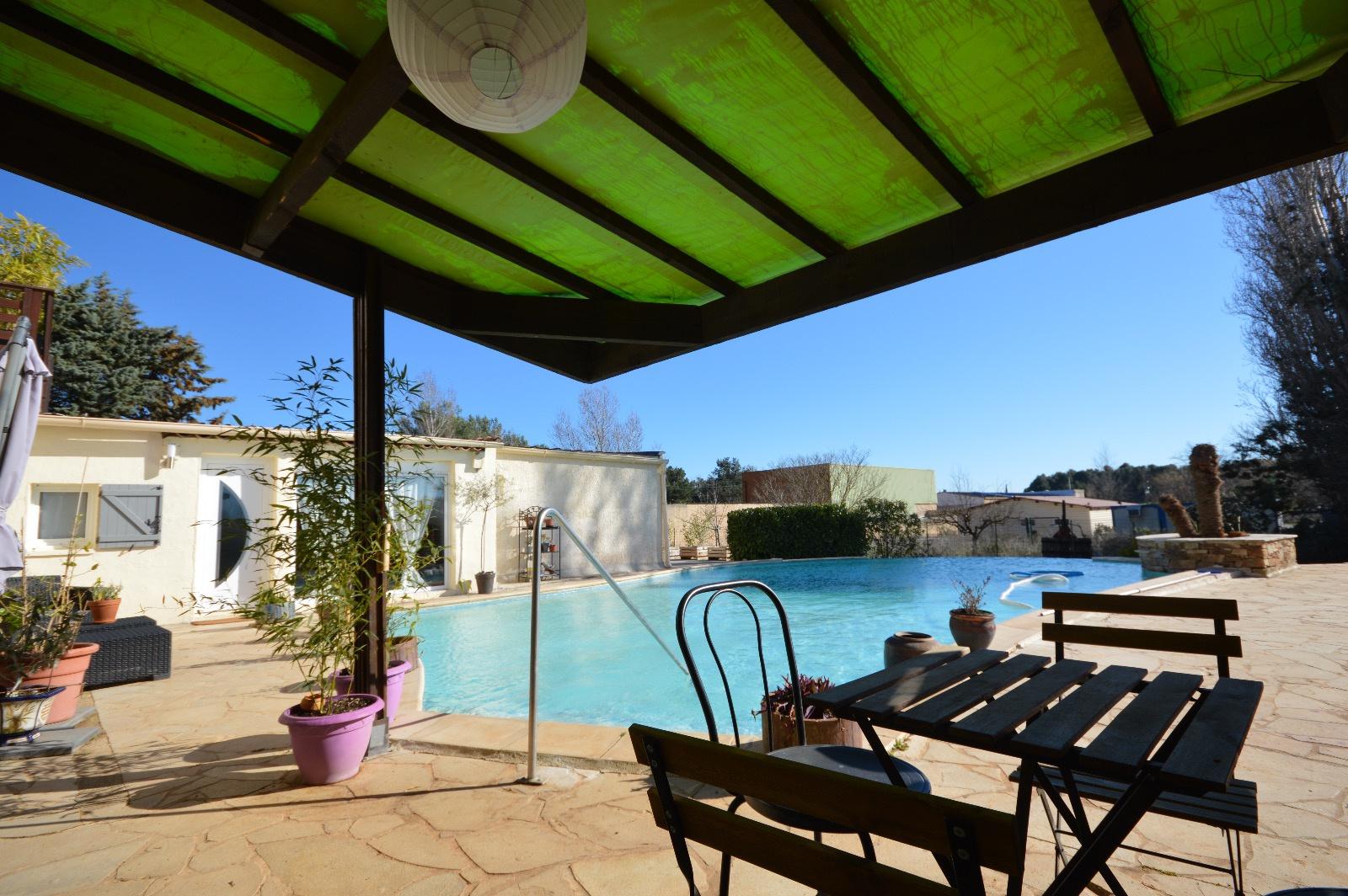 Vente maison t3 4 avec jardin de 700 m2 avec piscine for Jardin 700m2