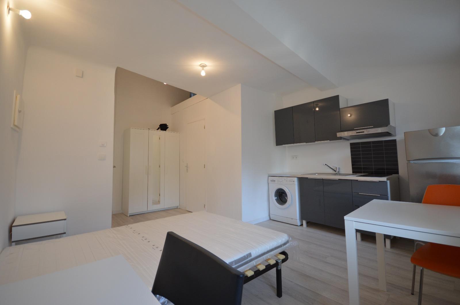 location studio 20 m2 centre ville. Black Bedroom Furniture Sets. Home Design Ideas